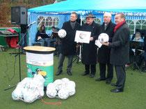 """Am 25.11.2008 wurde unser neues Minifußballfeld eingeweiht und die Schule erhielt vom NFV das Zertikat """"Förderstützpunkt Integration""""."""