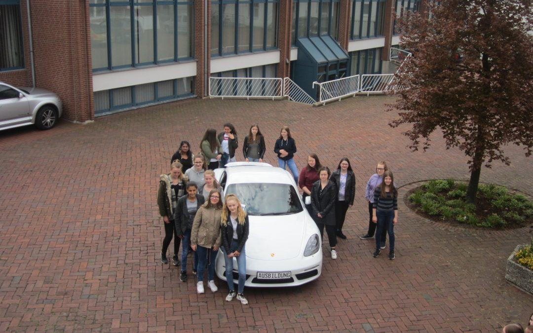 GSS-Mädchen schnuppern bei VW