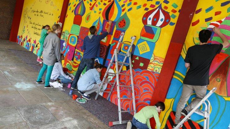 Kooperation in sachen kunst osnabr cker heiligenwegschule und gesamtschule bemalen wand gss - Aussenwand gestalten ...
