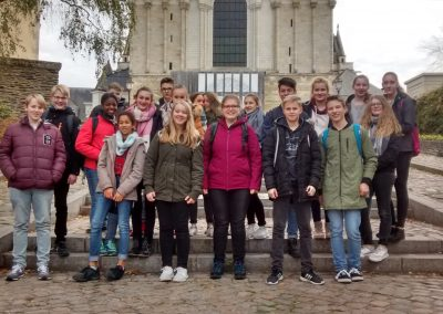 devant la cathédrale-min