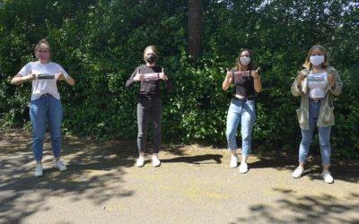 Schülerinnen aus Jahrgang 10 nähen Masken für die GSS